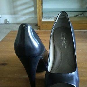 Black Kenneth Cole high heels